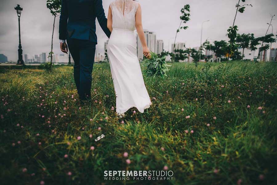 Chụp hình cưới ở đồng cỏ lau