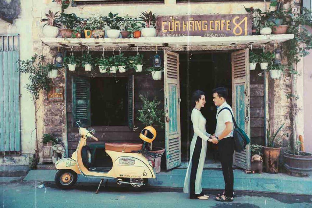 Chụp ảnh cưới ở quán cafe xưa