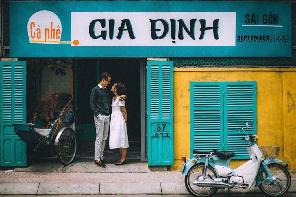 Chụp hình cưới ở quán cafe