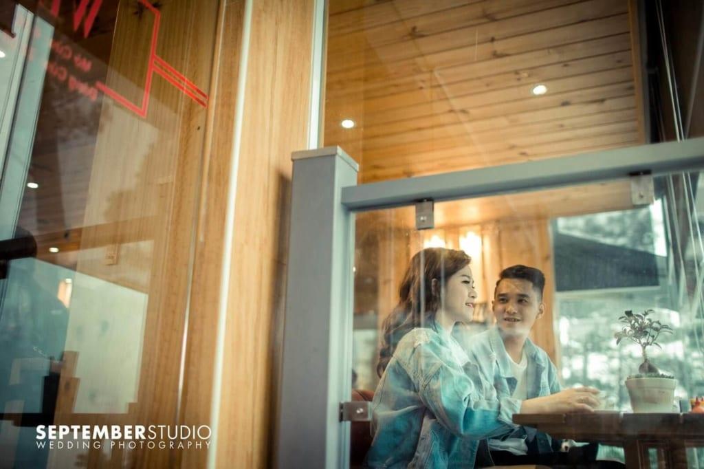 Chọn quán cafe chụp ảnh cưới đang là xu hướng.