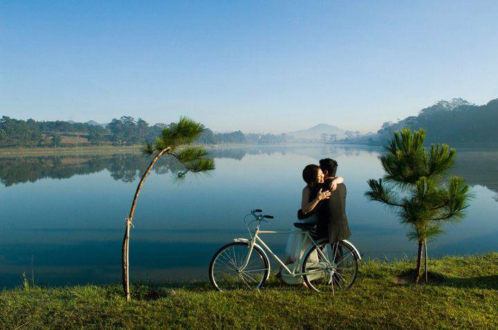 Hồ Xuân Hương luôn được lựa chọn để chụp ảnh cưới.