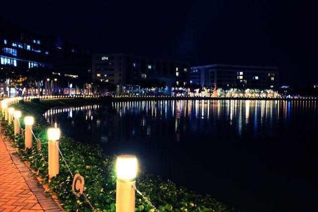 Hồ Bán Nguyệt và Cầu Ánh Sao không thể tách rời nhau.