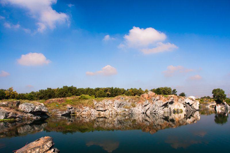 Hồ Đá sở hữu một vẻ đẹp hoang sơHồ Đá sở hữu một vẻ đẹp hoang sơ