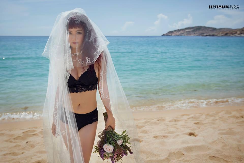 Bikini cũng có thể trở thành đồ cưới nếu chọn được góc chụp đẹp.