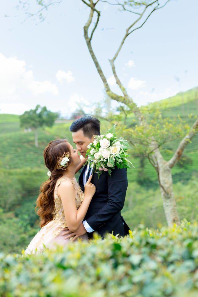 Chụp ảnh cưới phong cách sang trọng cần chú trọng trang phục.