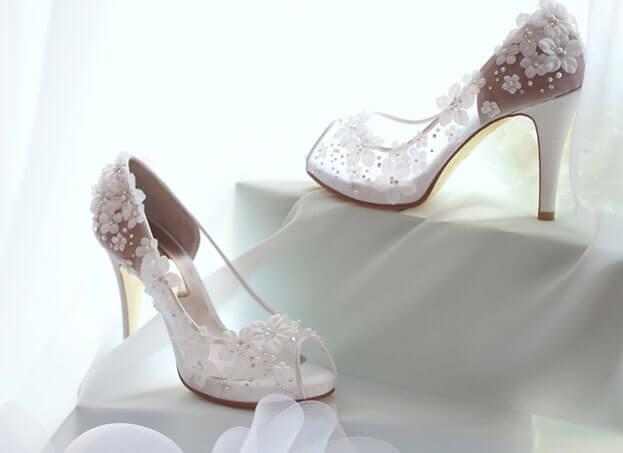 Giày không chỉ làm nổi bật phong cách mà còn nâng niu đôi chân.