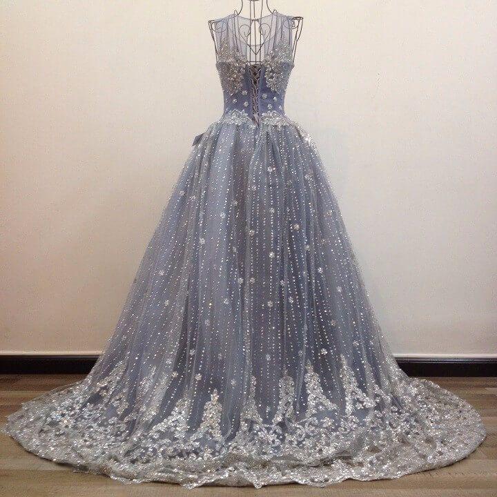 Phong cách Romantic vừa hiện đại vừa cổ điển của váy cưới cổ yếm