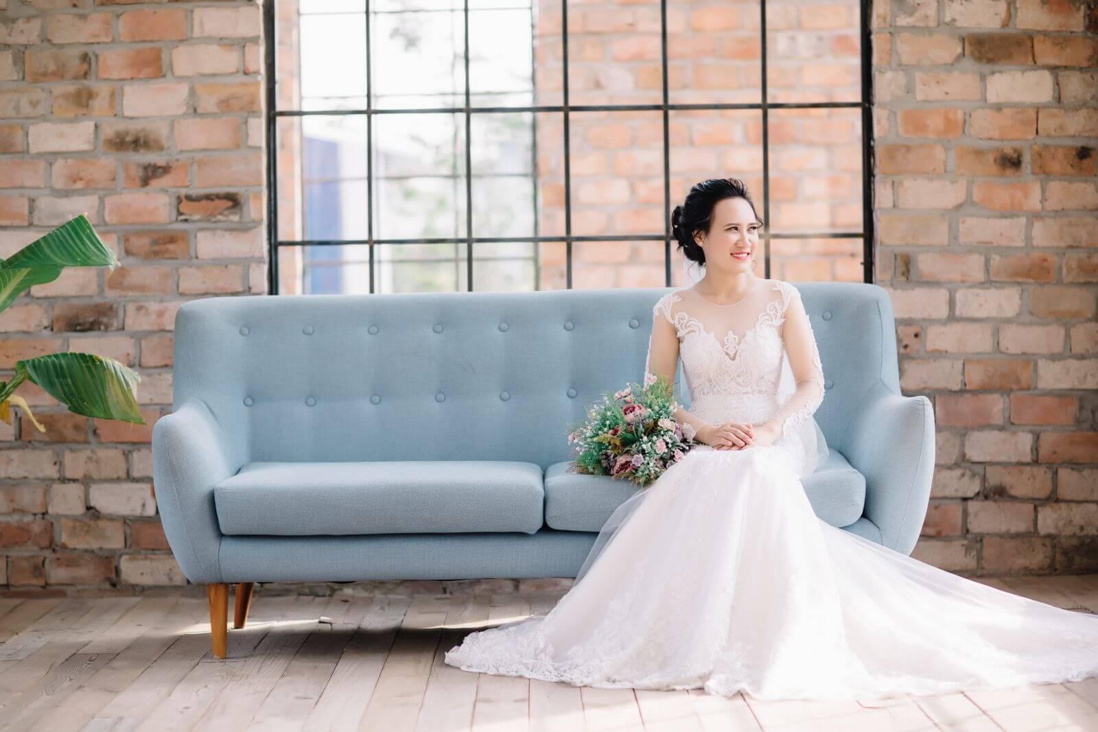 Chọn trang phục cưới là mối quan tâm của mọi cô dâu chú rể.