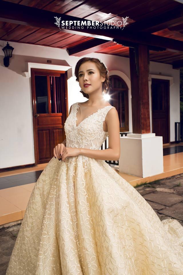 Váy cưới cổ yếm đẹp cho cô dâu