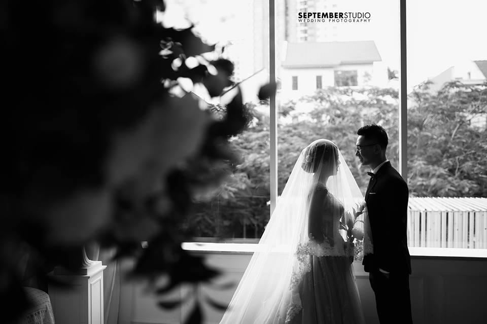 Chụp ảnh cưới đen trắng như lời hứa mãi bên nhau.