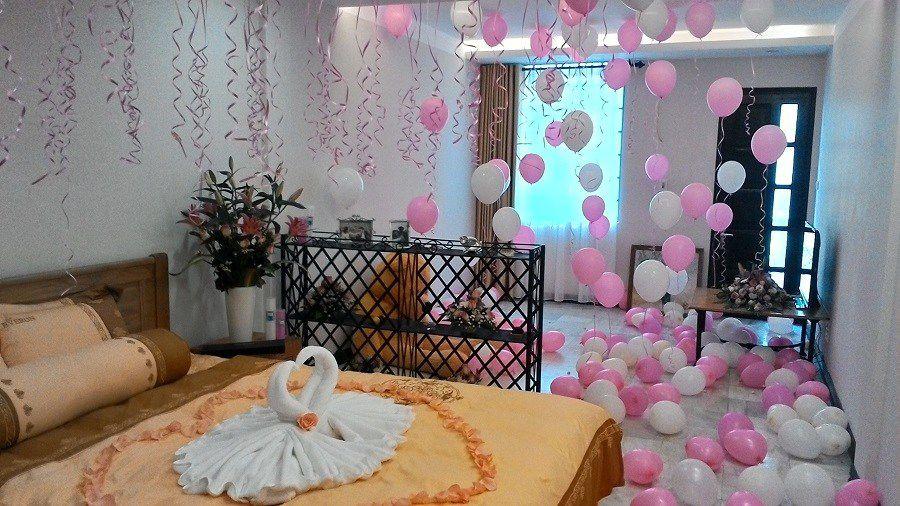 Trang trí phòng cưới bằng dải ruy băng