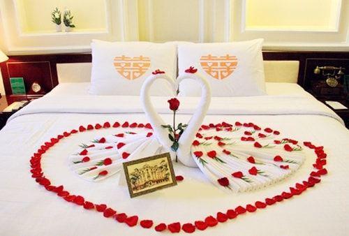 Trang trí phòng cưới bằng hoa hồng đẹp