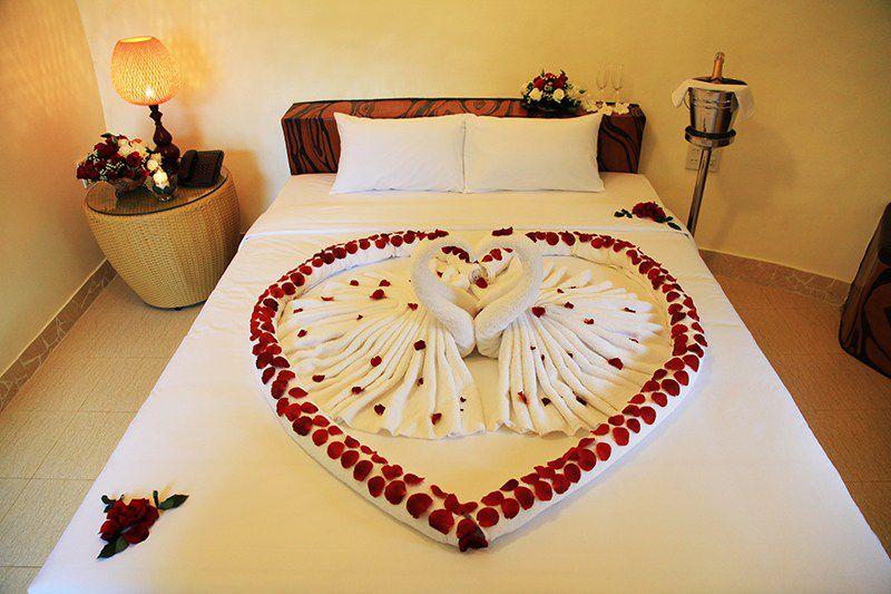 Cách trang trí phòng cưới bằng hoa hồng đẹp