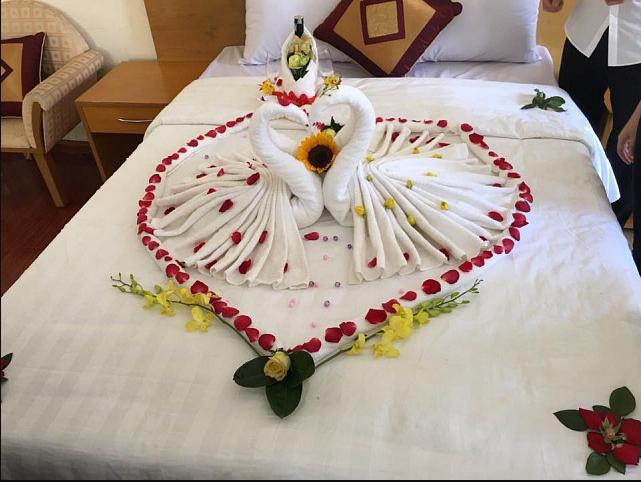 Trang trí phòng cưới bằng khăn tắm đẹp
