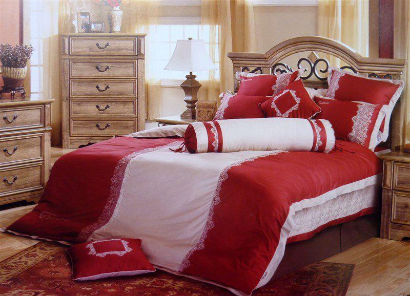 Trang trí phòng cưới bằng chăn ga,