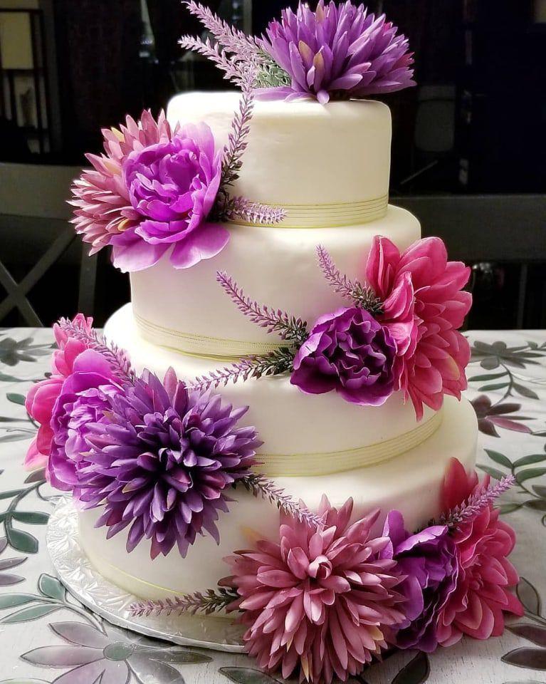 bánh cưới hoa tươi đẹp