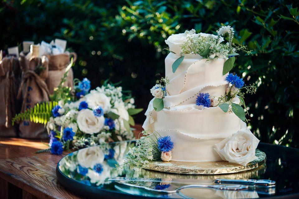 bánh cưới hoa tươi sang trọng