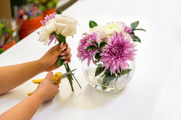 cách cắm hoa để bàn ngày cưới
