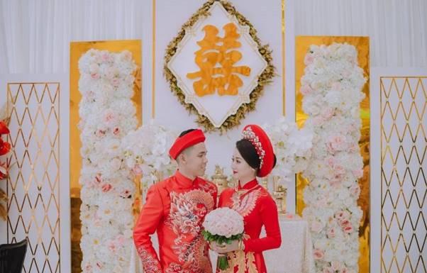 chữ hỷ màu vàng trong đám cưới