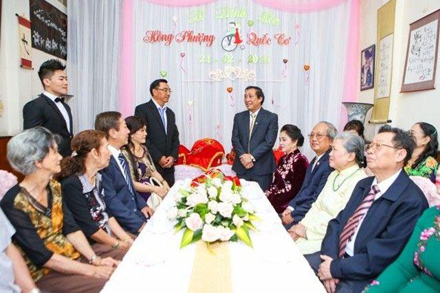 trưởng tộc đảm nhận vai trò phát biểu trong hôn lễ